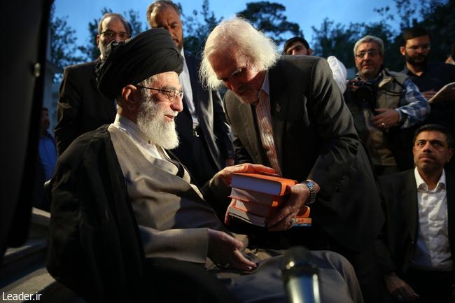 رهبر انقلاب در دیدار جمعی از شعرا در شب میلاد امام حسن مجتبی(ع)؛ خیانتهای آمریکا در قضیه برجام به افکار عمومی منتقل شود