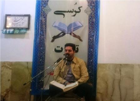 محفل انس با قرآن با حضور حمید رضا احمدی وفا قاری بین المللی کشور در قشم برگزار شد+ تصاویر
