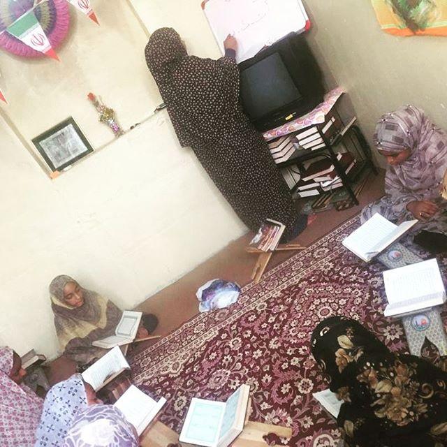 کلاس آموزش حفظ و روخوانی و روانخوانی قرآن کریم در جزیره هنگام